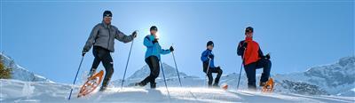 Schneeschuhwanderer in einer Gruppe